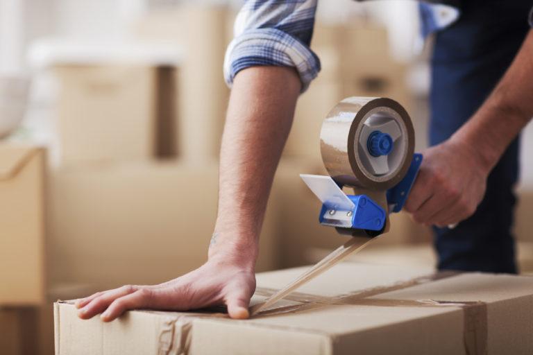 Опытные грузчики со знанием дела упакуют вашу мебель и вещи.